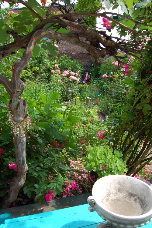 web_dinner_table_view_spring_garden_2009_021.jpg